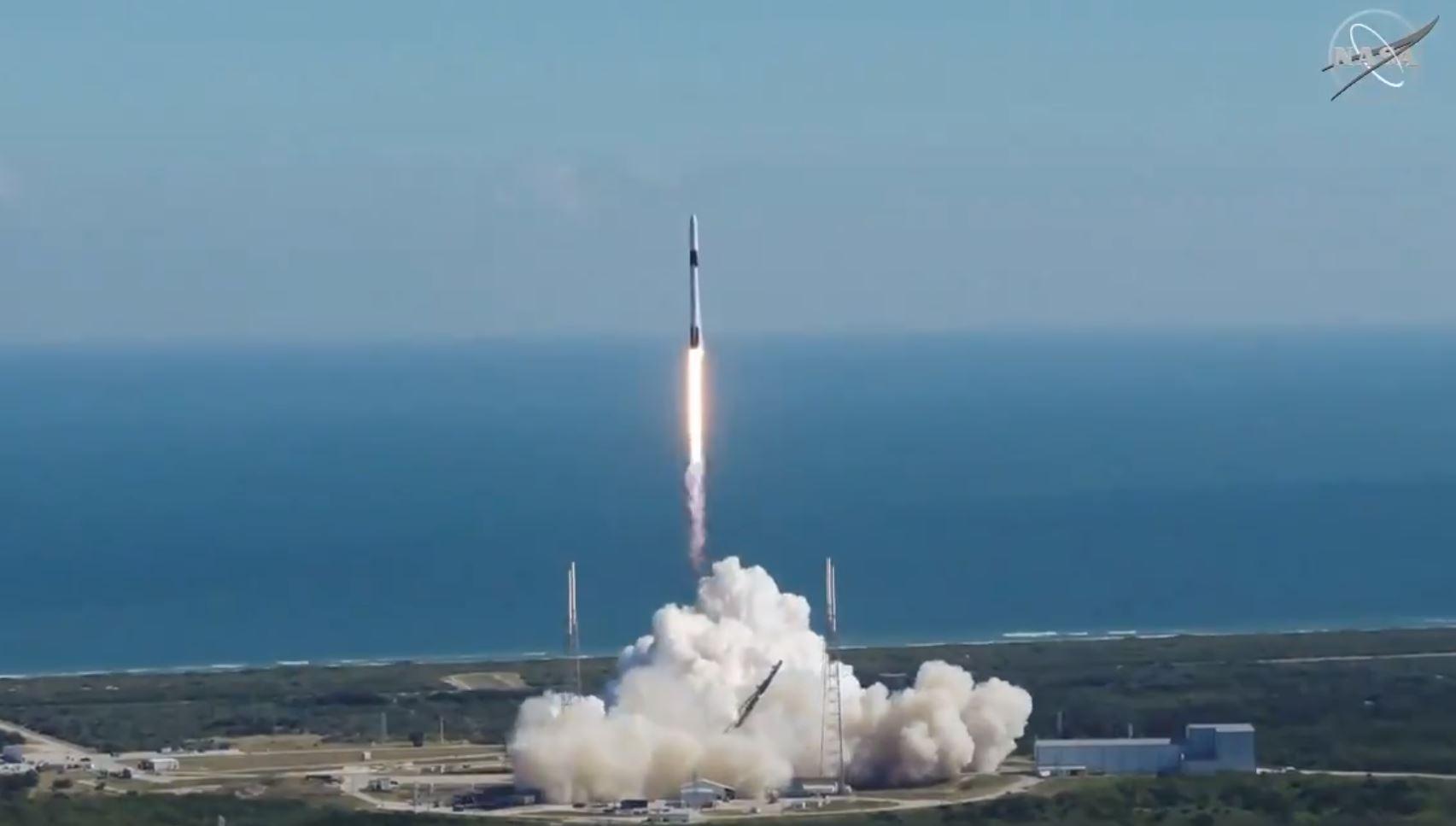 SpaceX Dragon liftoff